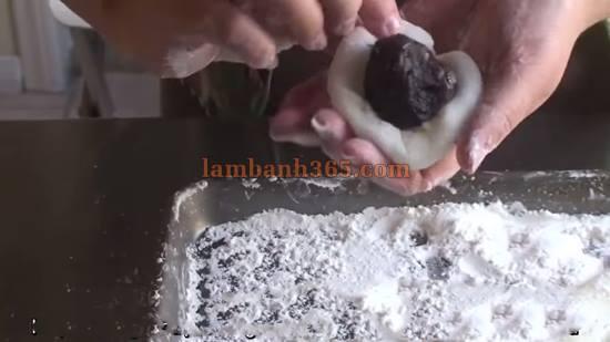 Cách gói bột bánh Mochi Nhật đơn giản