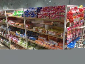 Bạn sẽ dễ dàng tìm kiếm thấy loại bánh kẹo Nhật Bản hợp khẩu vị trong các cửa hàng.