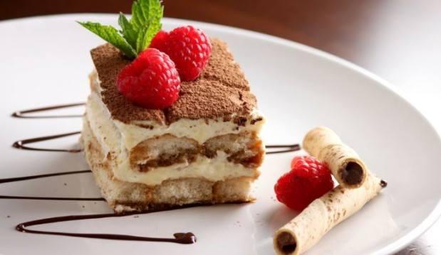 Bánh tiramisu thơm ngon đẹp mắt nhờ cách trang trí cực kì đơn giản